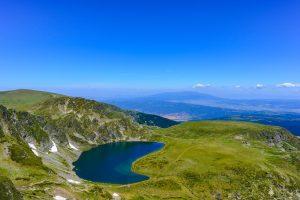 """Lago """"Rim"""" nas Montanhas dos Sete Lagos de Rila na Bulgaria"""