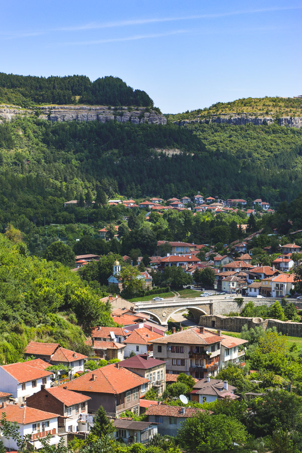 Montes verdes em Veliko Tarnovo, Bulgaria