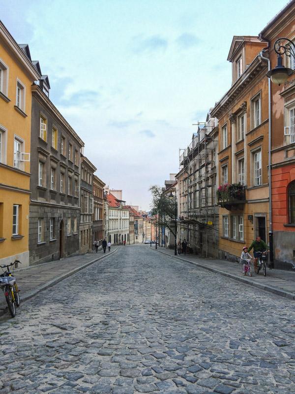 Rua na Cidade Velha de Varsóvia na Polónia