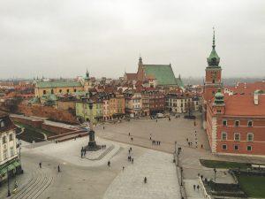 Vista sobre a Cidade Velha de Varsóvia num dia nublado