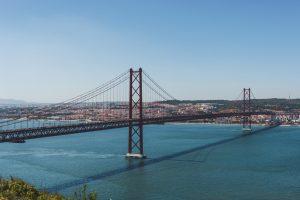 Ponte 25 de Abril vista do miradouro do Cristo Rei em Almada