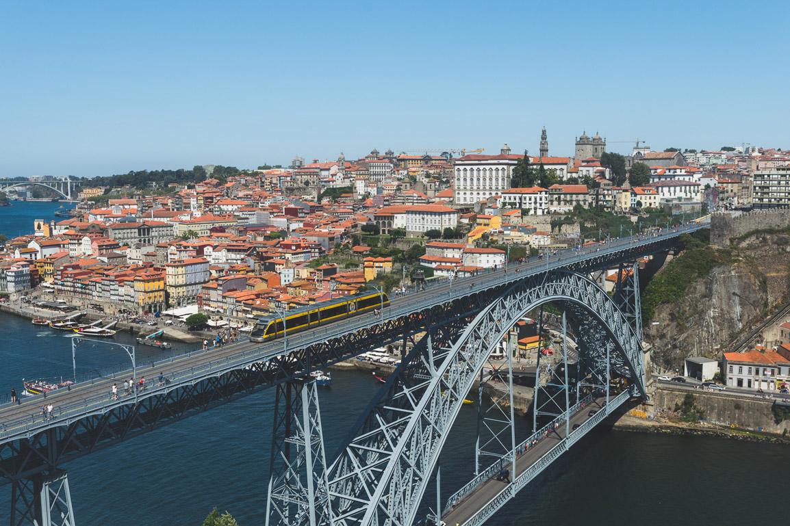 Ponto D. Luís e a magnífica zona da Ribeira no Porto vistos de Gaia
