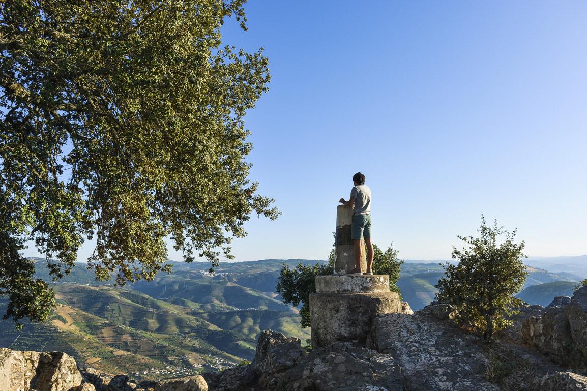 Montanhas vistas do Miradouro de São Leonardo de Galafura no Norte de Portugal