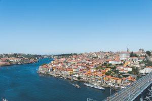 O Rio Douro e a fantástica zona da Ribeira no Porto vistos de Gaia