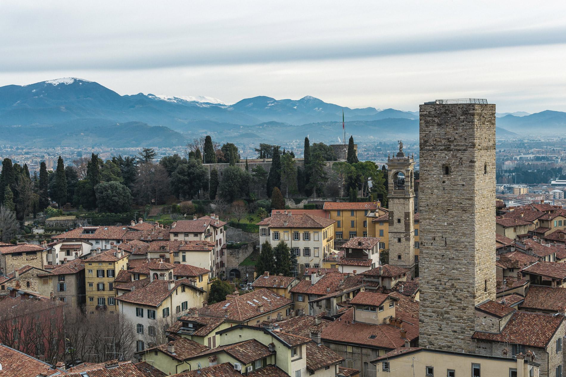 Existem várias cidades mais pequenas que também merecem uma visita: Bergamo é uma opção a considerar quando visitar Itália