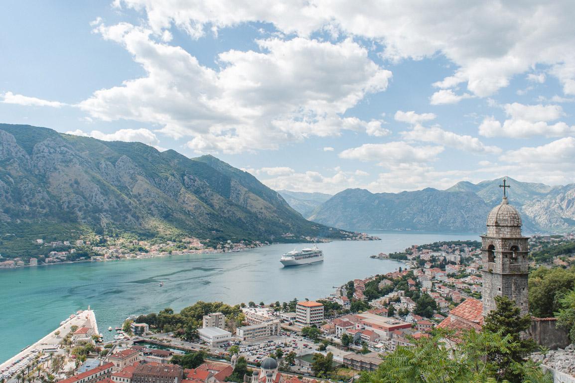 Kotor no Montenegro é perfeito para uma visita na Primavera uma vez que no Verão são muitas as pessoas que chegam nos cruzeiros