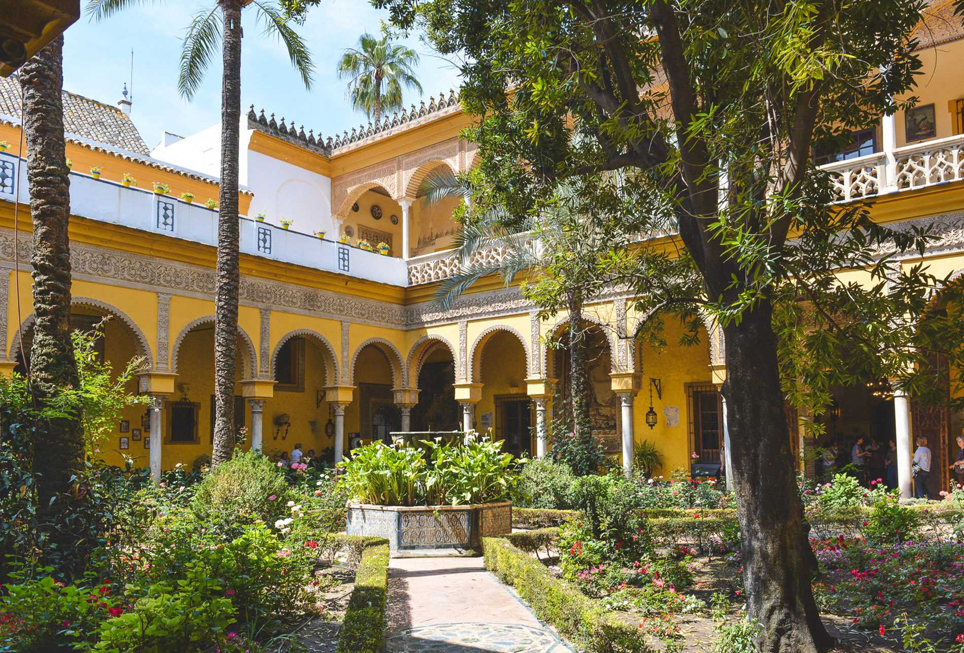 Os detalhes do Palácio de Las Dueñas são uma boa razão para visitar Sevilha em Espanha