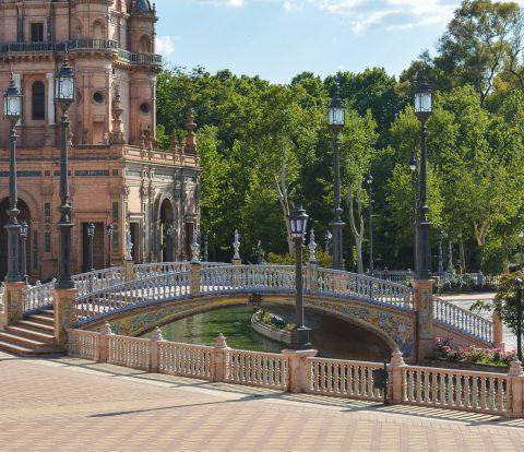A Plaza de España é uma das mais bonitas praças do mundo e uma das principais atrações em Sevilha