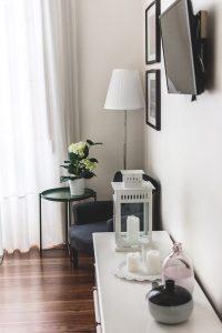 Os quartos da Casa Ateneu, um hotel em Ponta Delgada, são bem decorados e equipados com tudo o que é necessário para uma breve estadia
