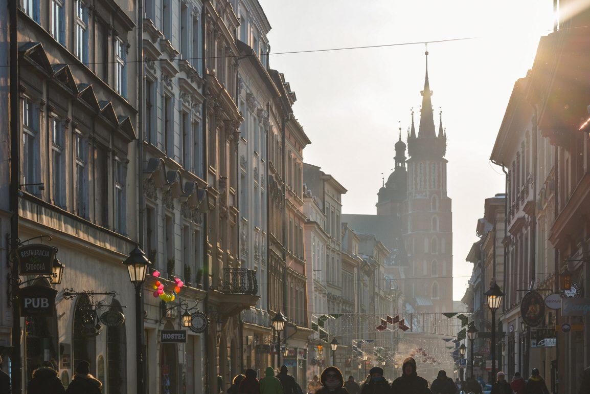 Pôr do sol na Cidade Velha de Cracóvia na Polónia