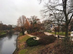 Ópera de Riga num magnifico dia de Outono