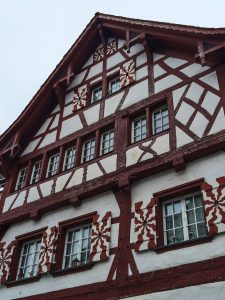 Casa colorida em Stein am Rhein na Suíça