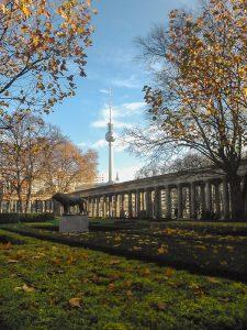 Vista para a Torre da TV da Ilha dos Museus em Berlim