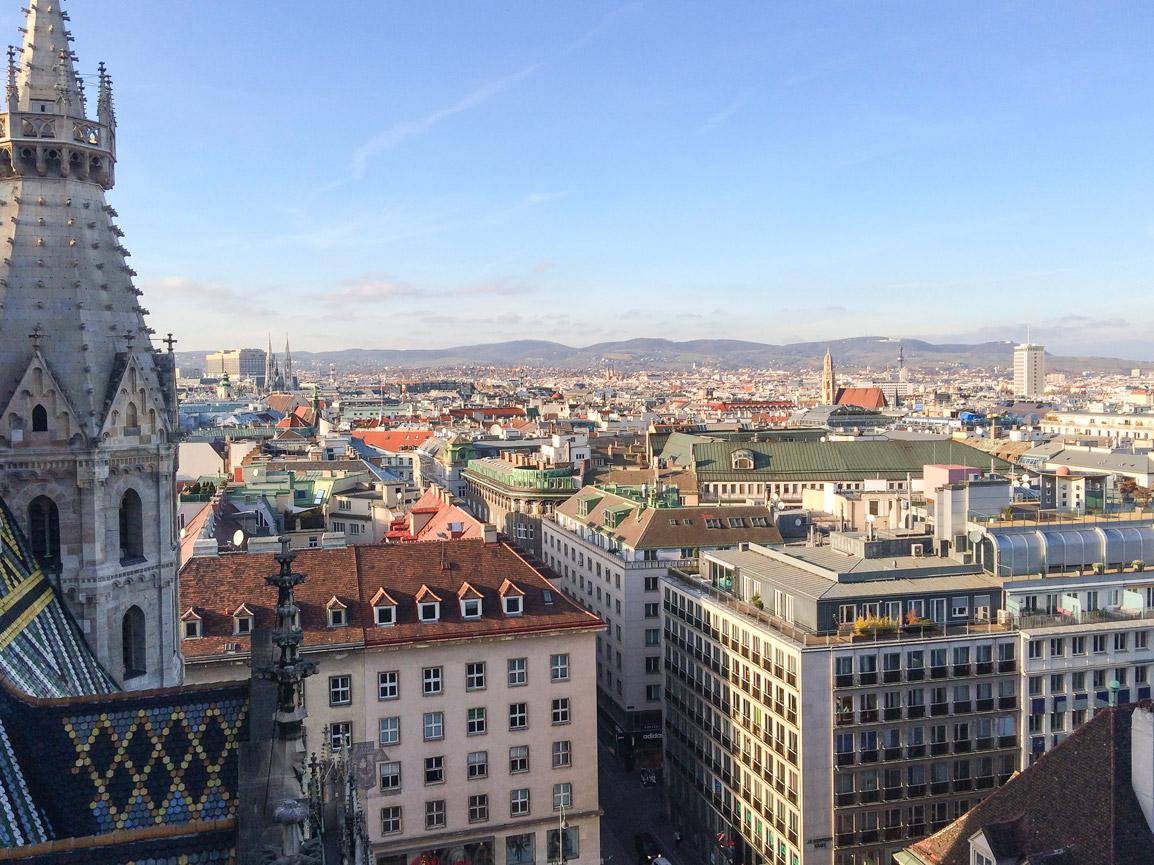 Vista sobre Viena da Catedral de St Stephen