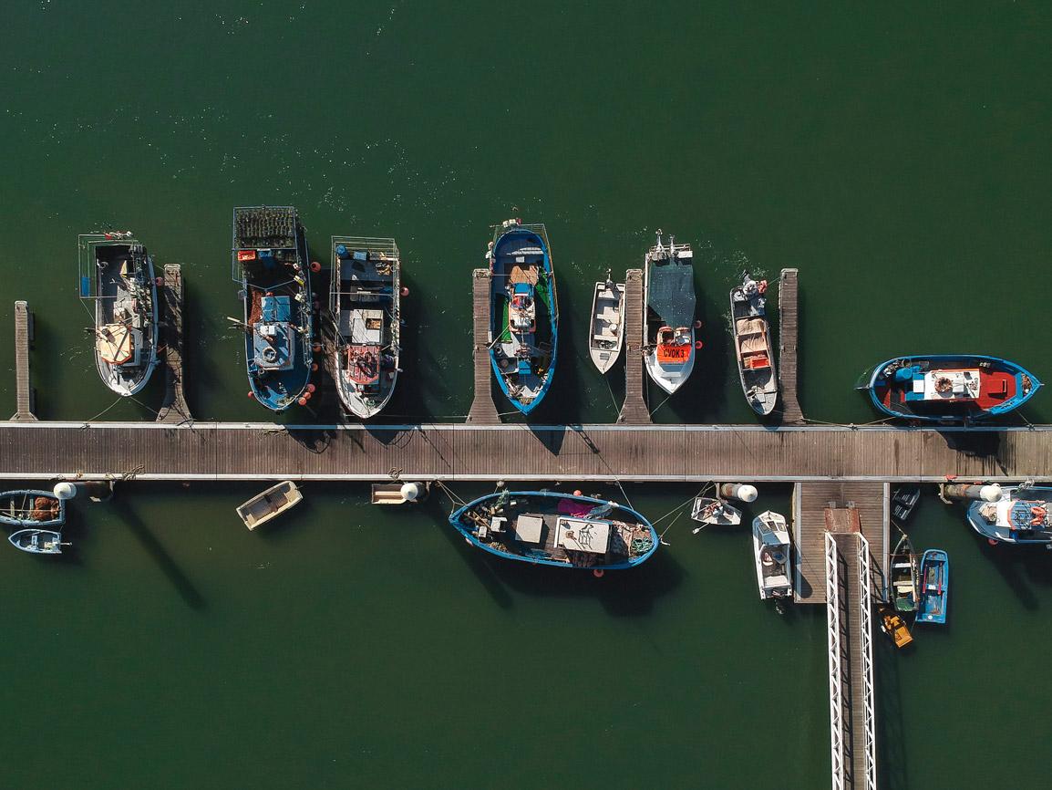 Foto área de um porto em Santa Lúzia no Algarve