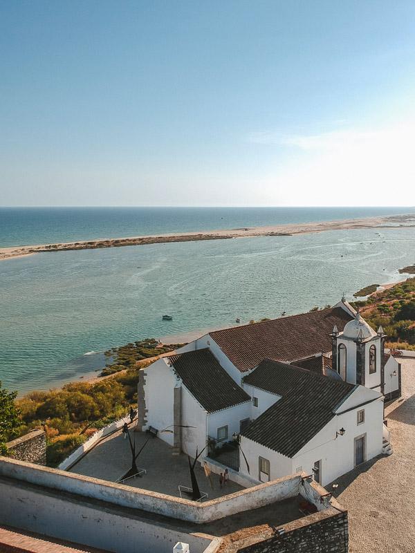 Vista para Cacela Velha no Sul de Portugal