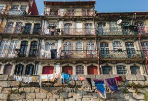 Fila de casas na Ribeira do Porto