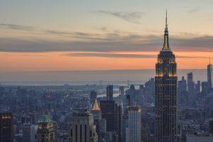 Magnifico pôr do sol sobre Nova Iorque visto do miradouro do Top of the Rock