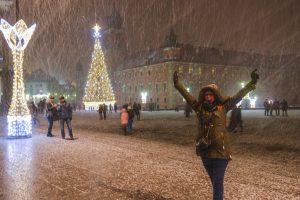 Neve sem fim numa das praças principais de Varsóvia