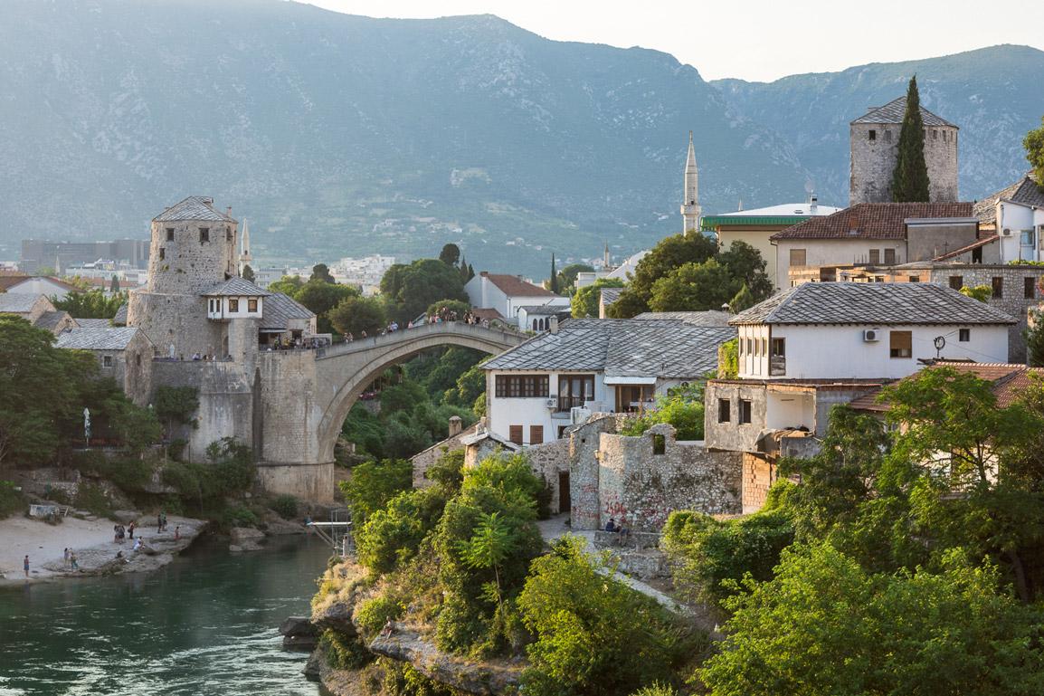 Pôr do sol deslumbrante sobre Mostar
