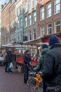 O Albert Cuypmarkt vale uma visita quando em Amesterdão