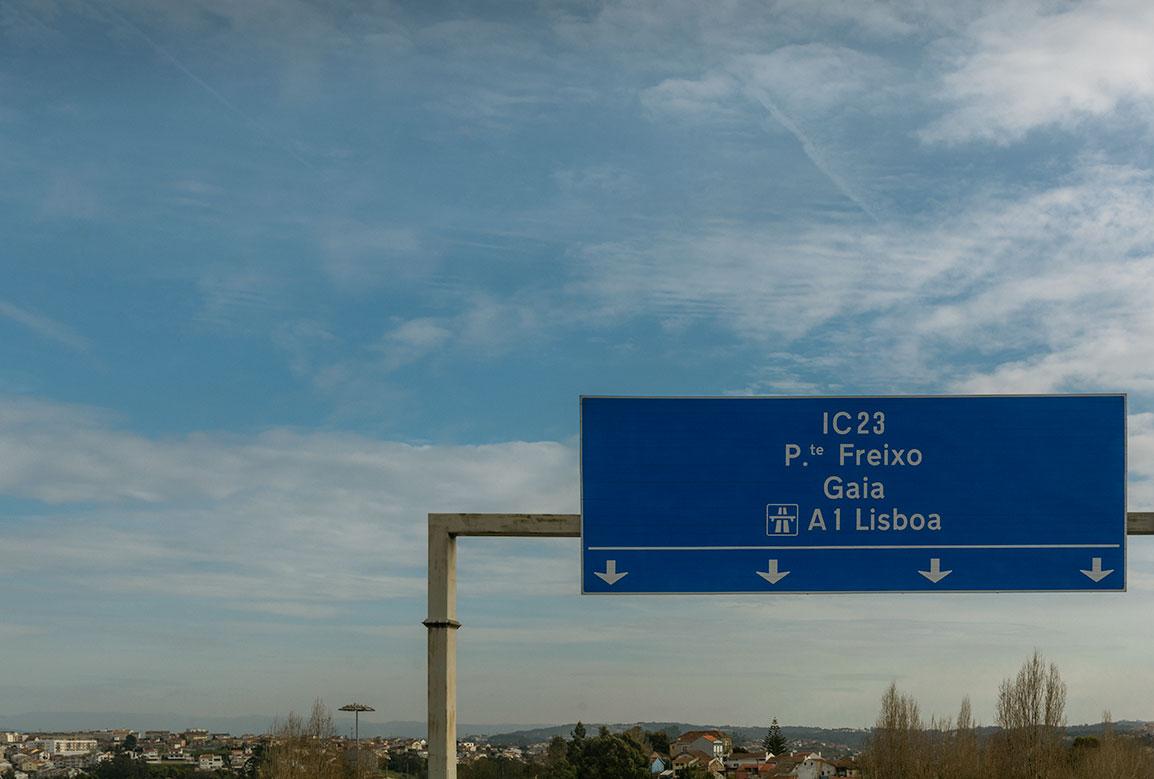 Portugal tem algumas das melhores estradas da Europa, e ir de carro de Lisboa a Porto é muito simples
