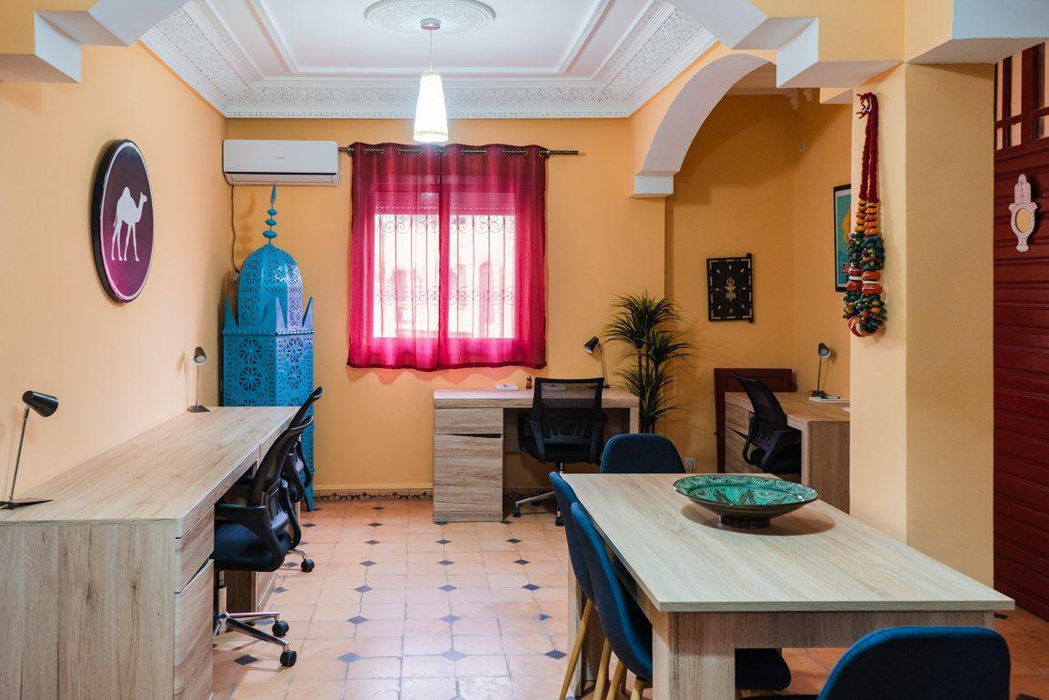 O espaço de trabalho e refeições do Dar Digital Nomad