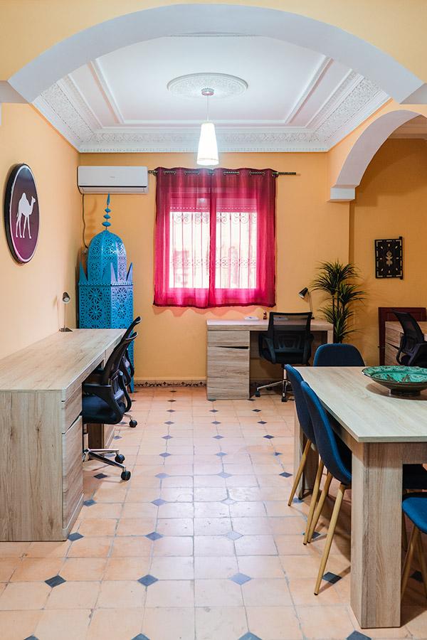 O espaço de trabalho do Dar Digital Nomad em Ouarzazate