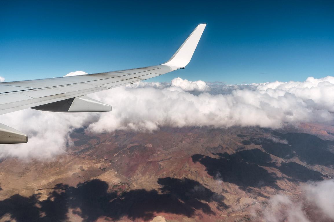 Vista para as montanhas de Marrocos do avião