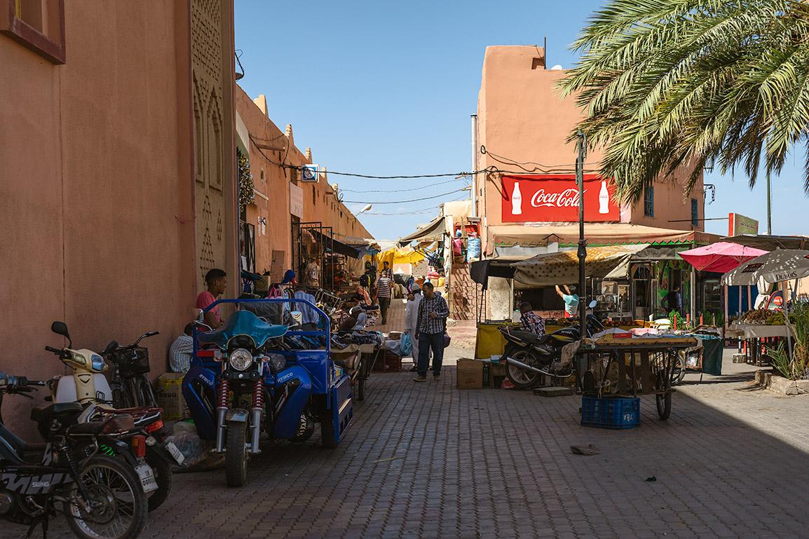 Bancas de fruta no centro de Ouarzazate
