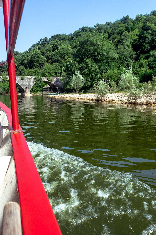 Viagem de barco pelo rio Crnojević no Montenegro