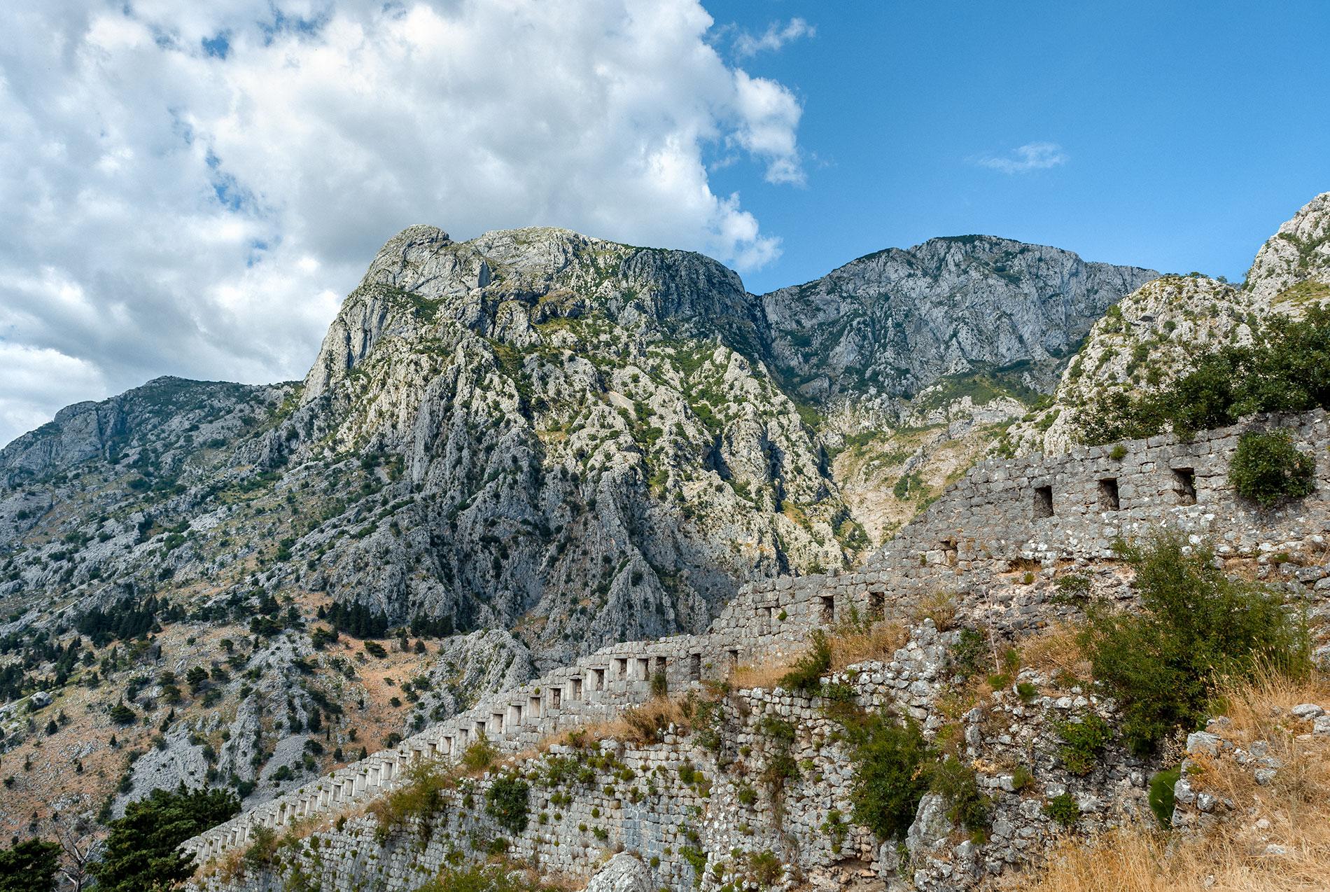 As imponentes Muralhas de Kotor
