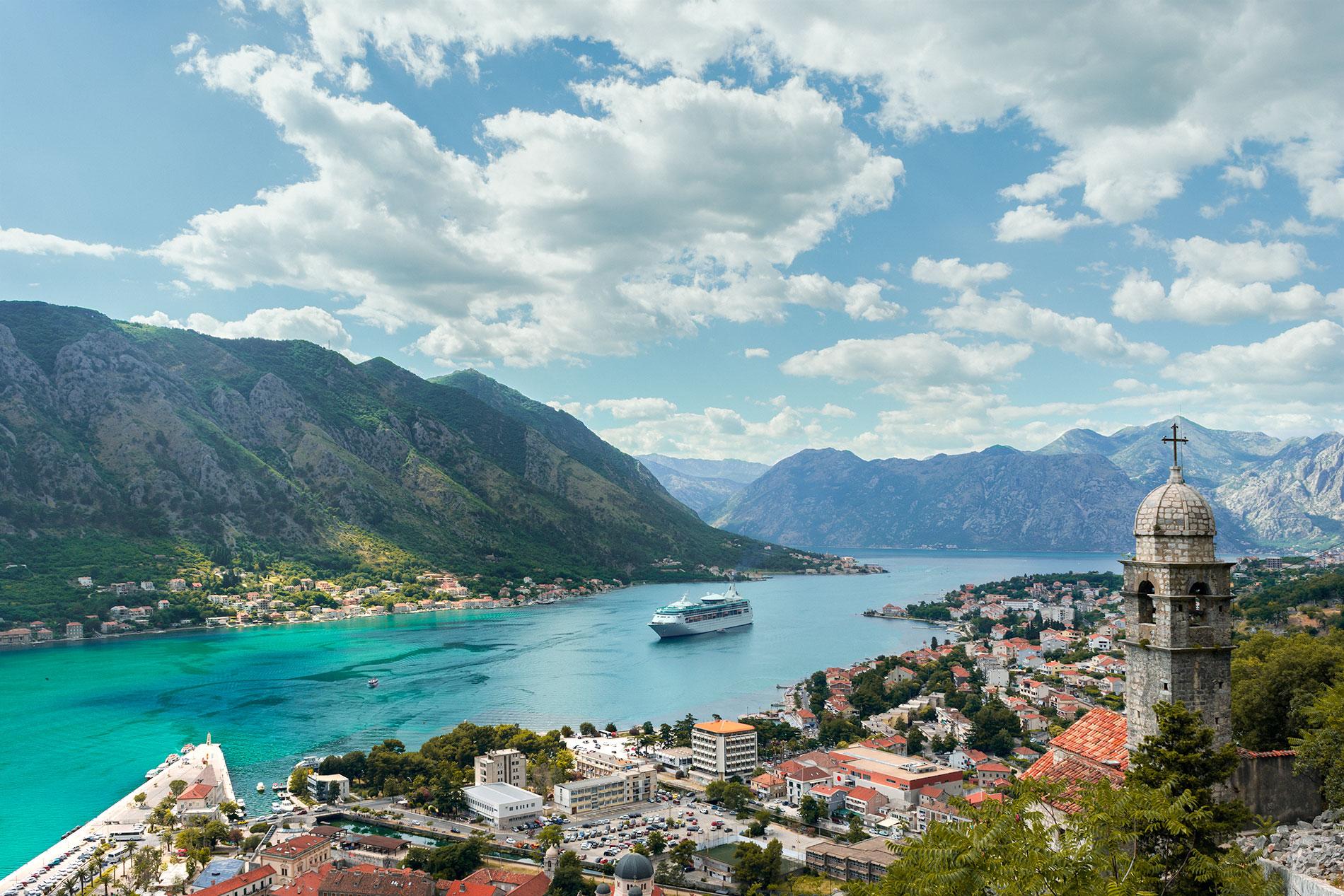 Uma das fotos do Montenegro que serve de postal do país: a vista das Muralhas de Kotor
