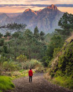 Vistas para as montanhas de uma das levadas na Madeira