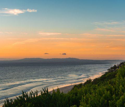 Pôr do sol numa das melhores praias de Lisboa, a praia da NATO