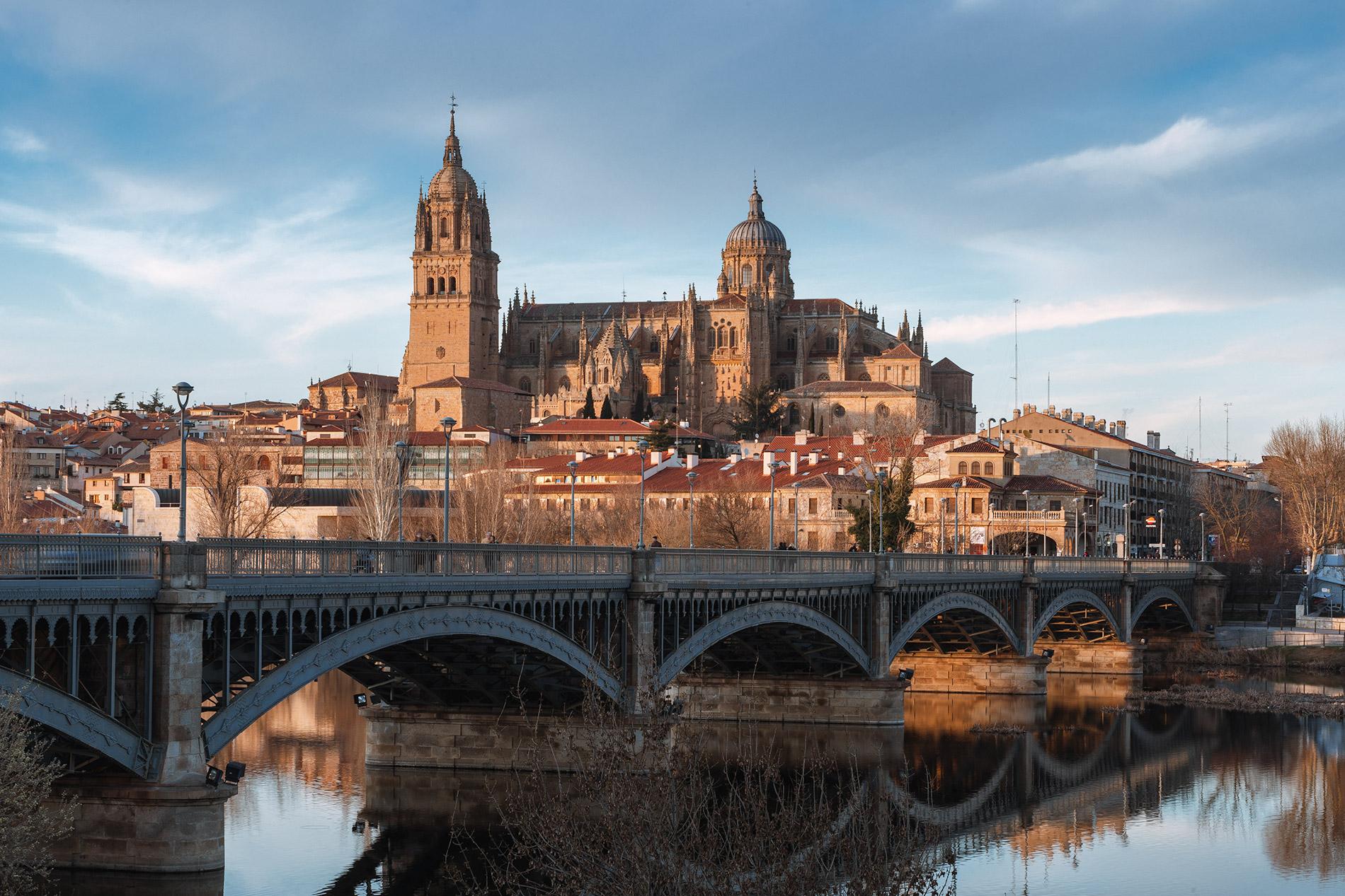 Vista de Salamanca, incluindo a sua imponente Catedral