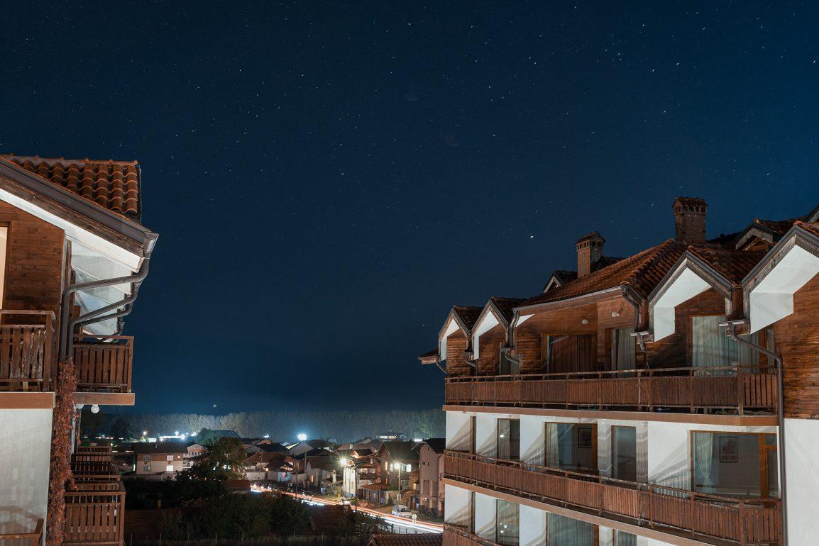 Uma noite estrelada nas montanhas de Bansko na Bulgária