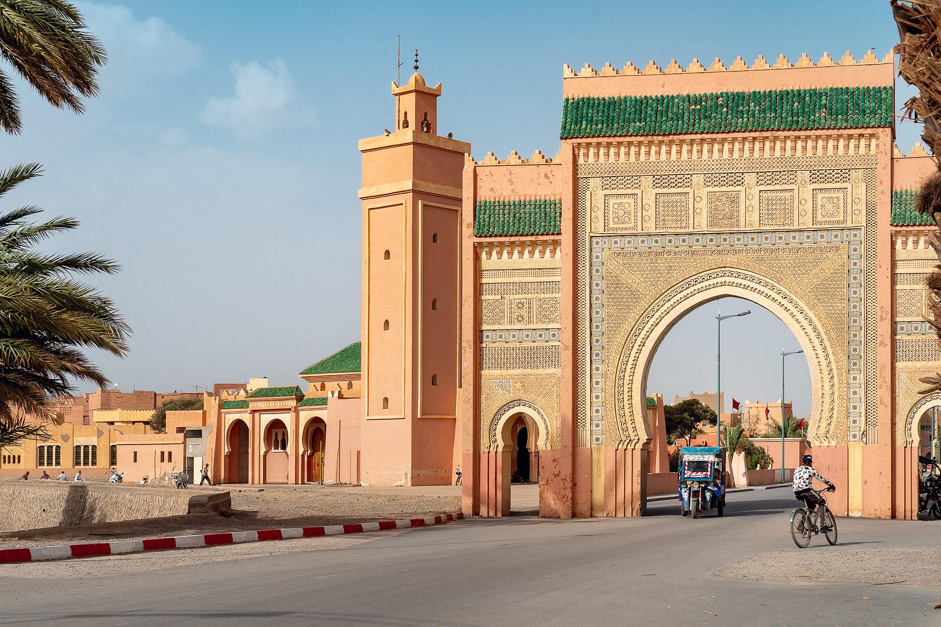Porta de Rissani no sul de Marrocos