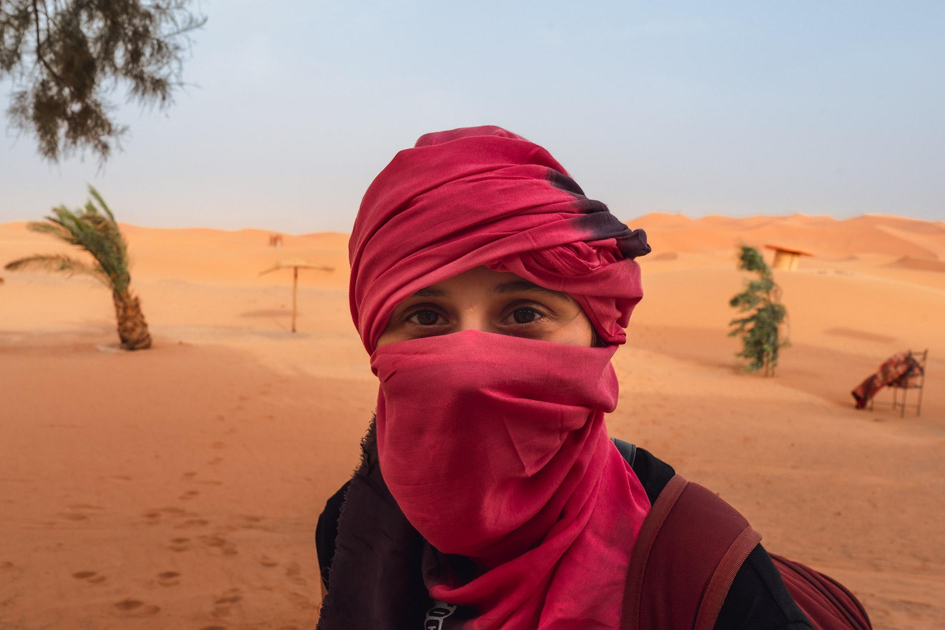 Maria preparada para a chegada às dunas de Erg Chebbi