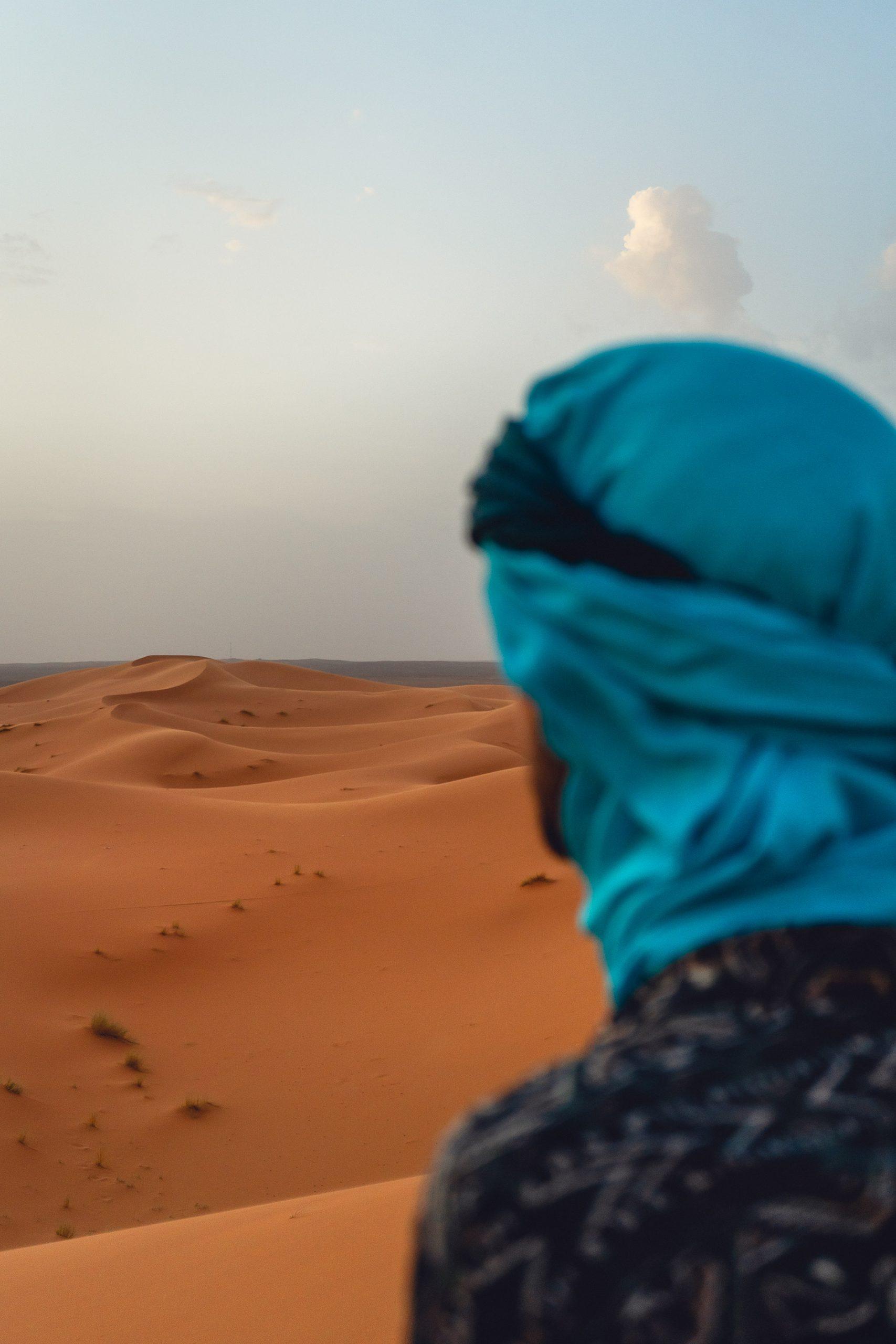 Observar o por do sol mágico nas dunas de Erg Chebbi no deserto em Marrocos