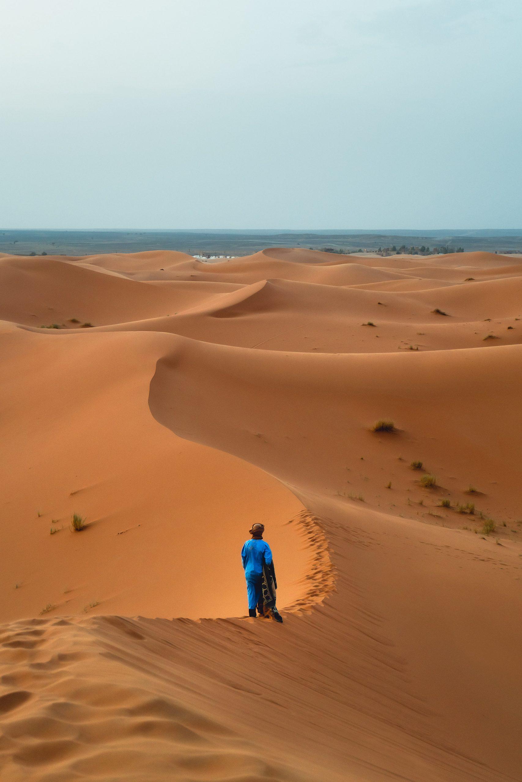 As dunas de Erg Chebbi são um lugar mágico, a imagem do deserto de Marrocos
