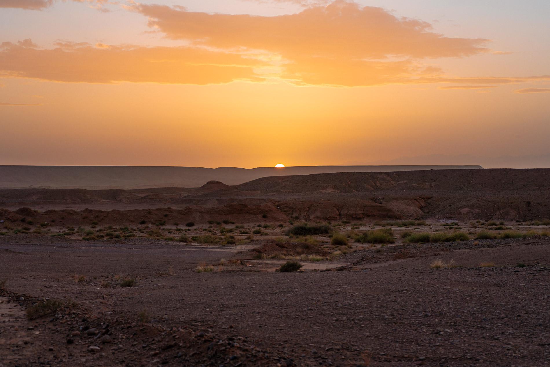 Por do sol na chegada a Ouarzazate, em Marrocos, no fim da nossa tour pelo deserto