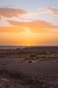 Um por so sol mágico na chegada a Ouarzazate em Marrocos