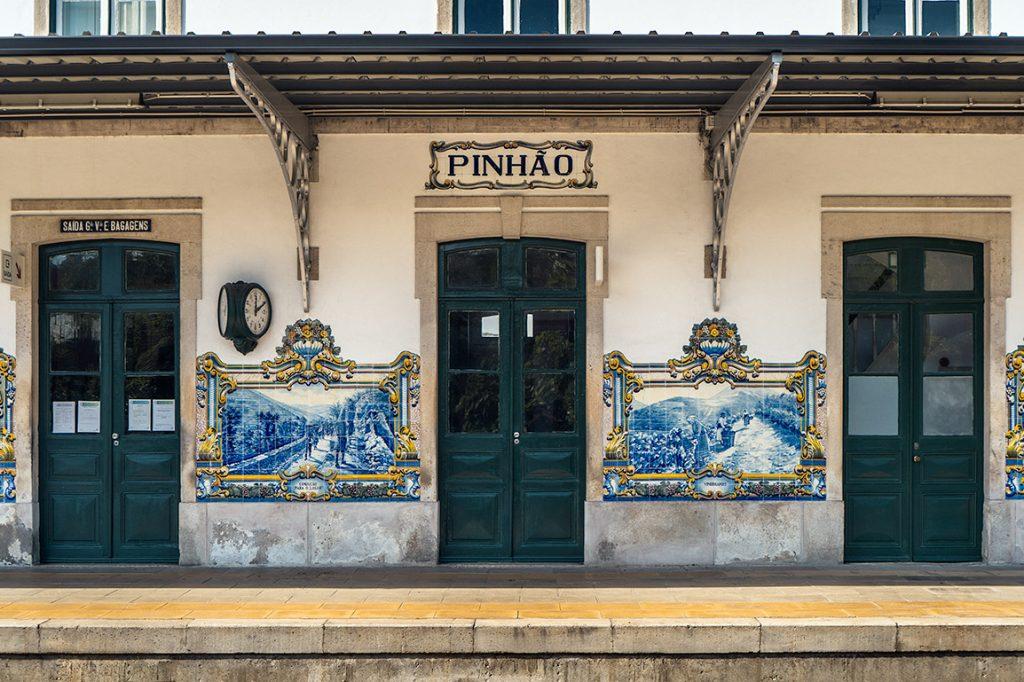 Douro de Comboio: a iconica estação de Pinhão