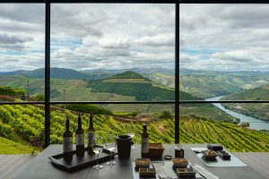 Fazer uma prova dos produtos deliciosos da região do Douro