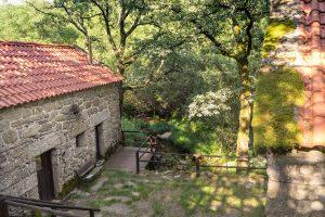 Exterior das casas dos Moinhos do Poço Verde